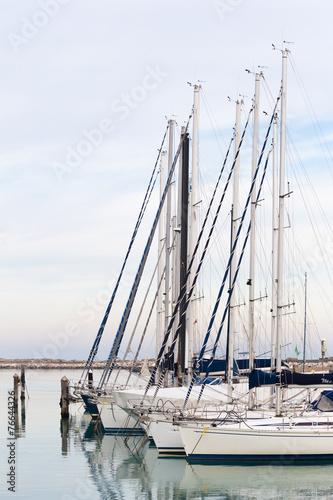 Keuken foto achterwand Schip sailboats moored in the harbor