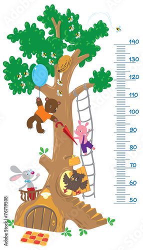 Photo  Meter wall with big tree and funny animals