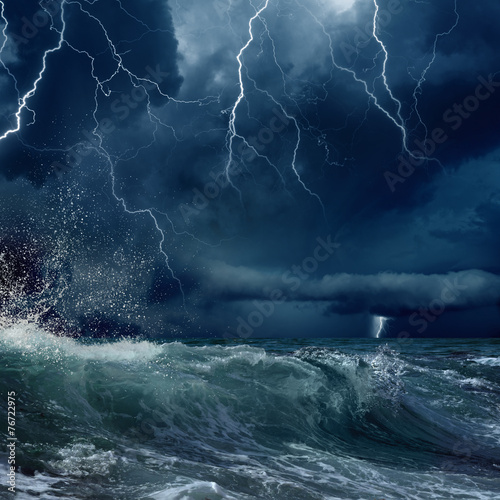 La pose en embrasure Tempete Stormy sea