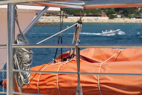Photo  Fragment of the sea boat against a beach. Spain