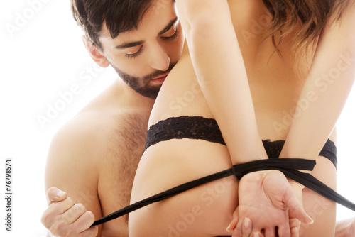 Photo  Man tie woman's hands.