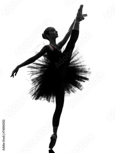 Fotografia  young woman ballerina ballet dancer dancing silhouette