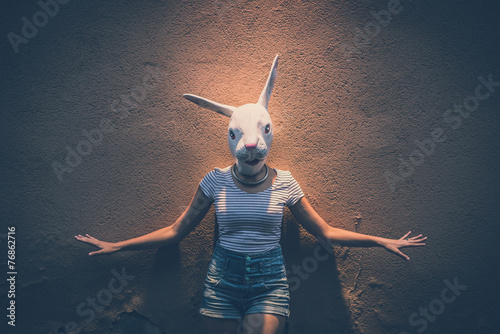 Photo young hipster woman with rabbit mask