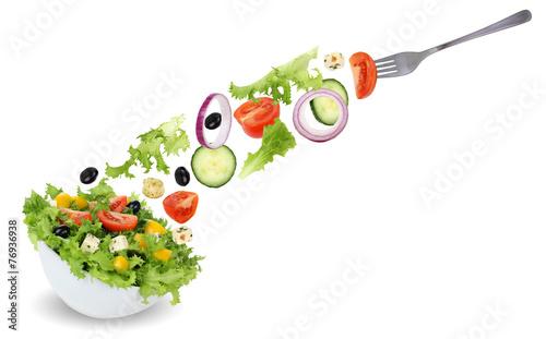 Salat essen aus Schüssel mit Gabel, Tomate, Gurke, Zwiebel und Fototapete