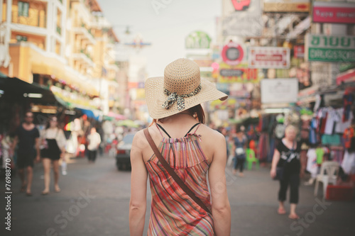 Poster Bangkok Young woman walking in Khao San, Bangkok