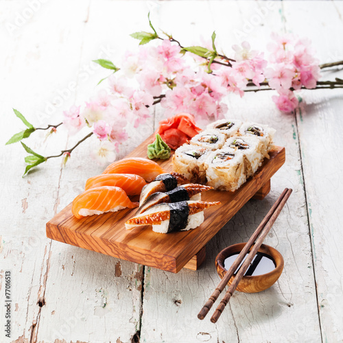 Pinturas sobre lienzo  Sushi Set: sashimi and sushi rolls on blue background