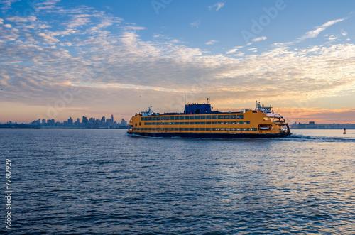 Fotografía  Staten Island Ferry at Dawn