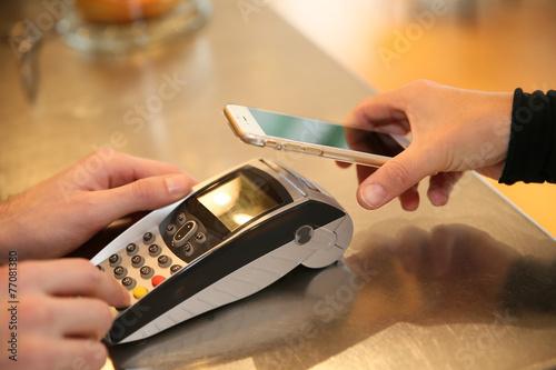 Fotografía  Transacción de pago con el teléfono inteligente