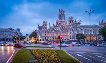 Plaza De Cibeles Et Le Nouvel Hôtel De Ville Ancien Palais De La Communication à Madrid En Castille, Espagne