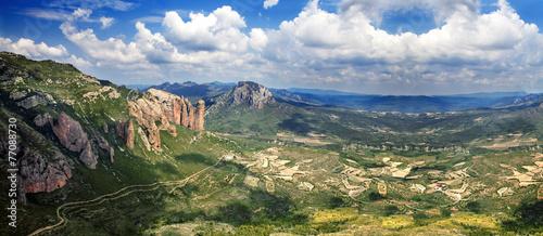 Fotomural Hermoso paisaje de montaña. Mallos de Riglos.España