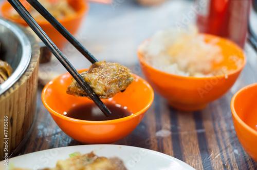 Photo  Fried spring roll held by chopticks at a Hong Kong dai pai dong