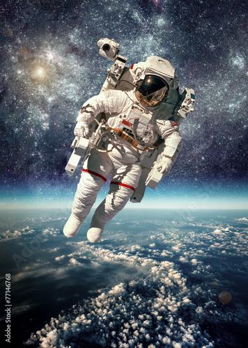 astronauta-sam-w-kosmosie
