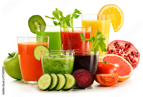Foto auf Leinwand Saft Glasses with fresh organic vegetable and fruit juices on white