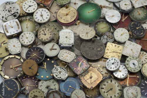 rozne-antyczne-zegarki-kieszonkowe