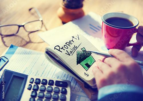 Fotografía  Businessman Notepad Property Value Concept
