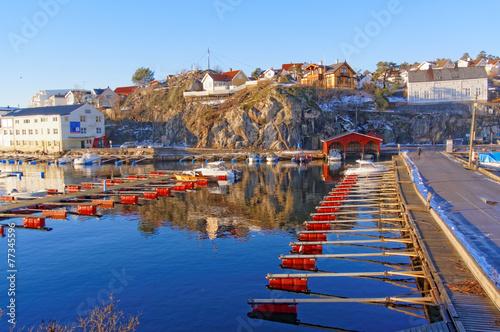 Staande foto Stockholm Empty marina docks with red