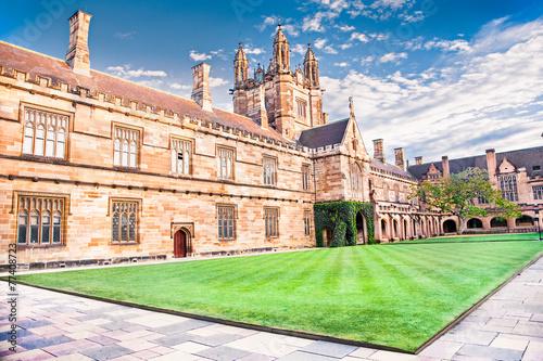 obraz PCV Quadrant budynku Uniwersytetu w Sydney, Australia.