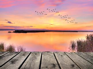 Fototapetaamanecer de colores en el lago