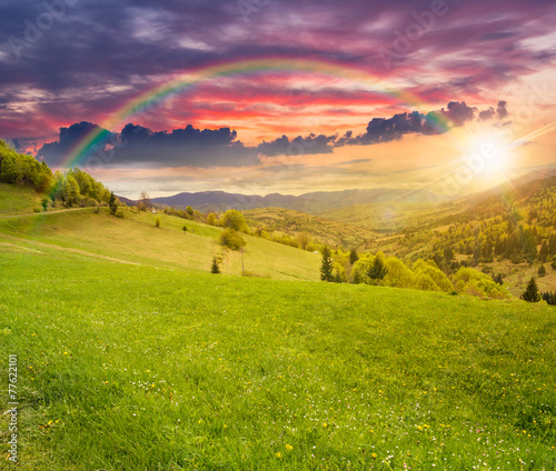 Spoed Fotobehang Rijstvelden village on hillside meadow at sunset