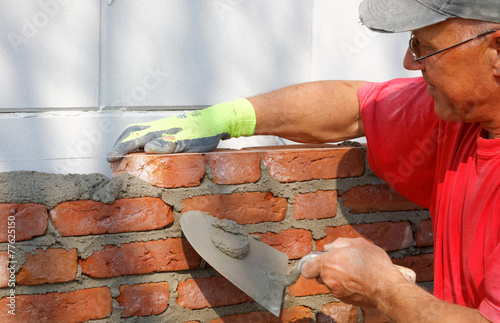 Fotografia, Obraz  mason is bricklaying