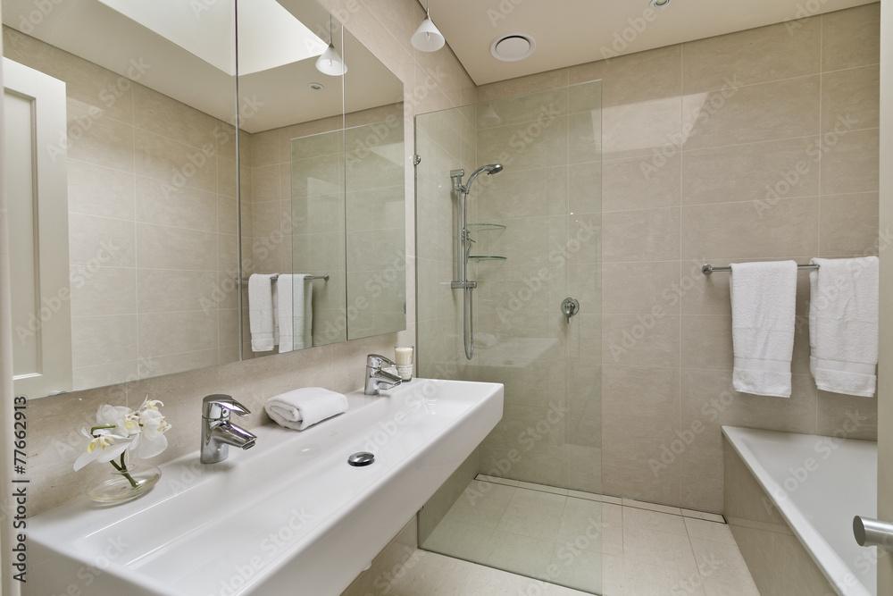 Photographie Salle de bains moderne dans un appartement de luxe ...