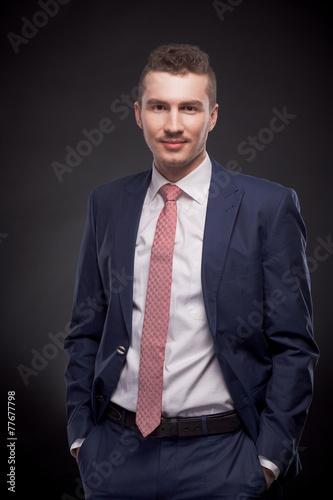 Fotografie, Obraz  man, suit, hands in pockets, studio