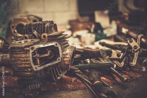 Foto op Plexiglas Fiets Part of motorcycle engine on a table in workshop