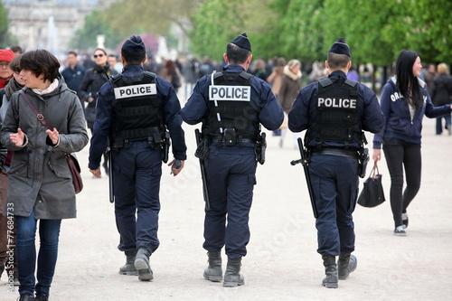 Fotografie, Obraz  Francouzská policie kontrolovat na ulici, Paříž