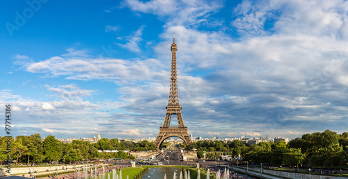 Cadres-photo bureau Batiment Urbain Eiffel Tower in Paris