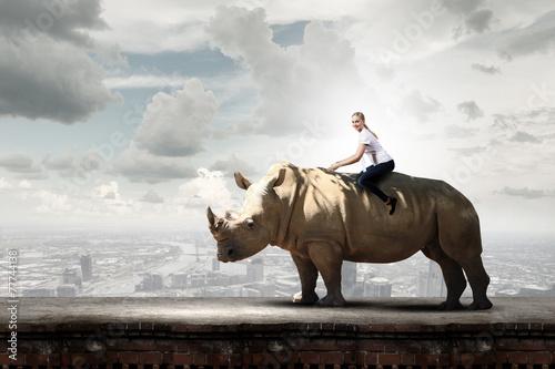 Poster Rhino Woman saddling rhino