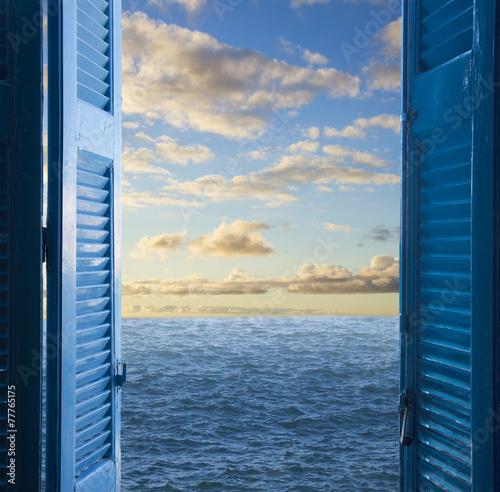 pokoj-z-otwartymi-drzwiami-na