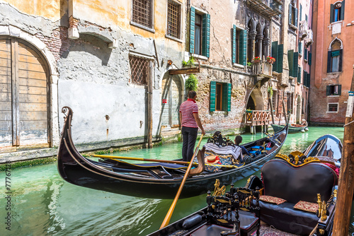 Photo sur Toile Gondoles Canal with gondola in Venice, Italy