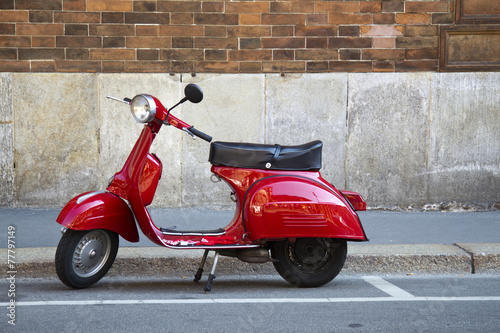 Vespa Rossa Canvas