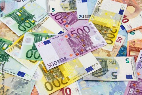 Fotografía  Diferentes billetes de euro de 5 a 500 euros