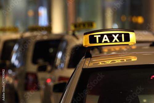 Fotografie, Obraz  Taxi auto na silnici