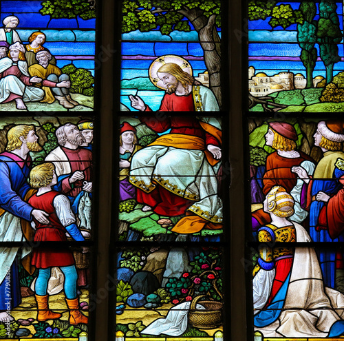 Photo Feeding the multitude - Stained Glass of Jesus