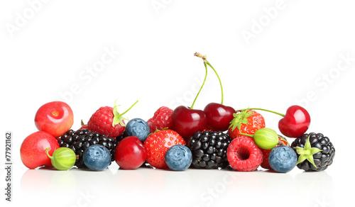 Fototapeta do kuchni Different type of berry fruits isolated