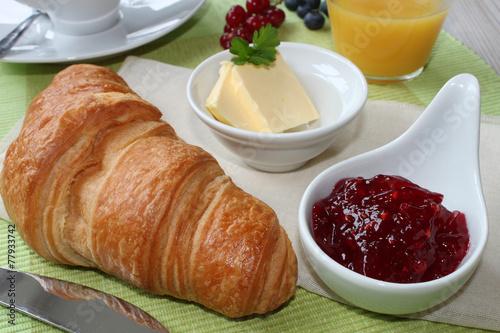 In de dag Milkshake kleines Frühstück mit Croissant und Marmelade