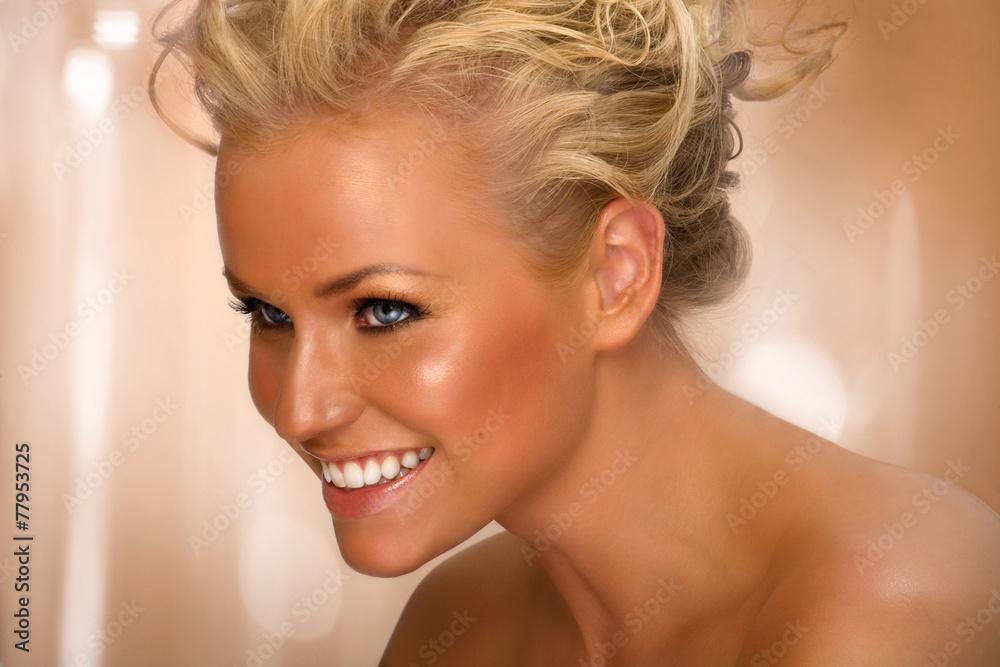 Fototapety, obrazy: Happy Tanned Beauty