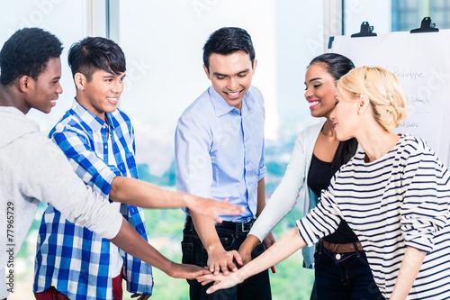Fotografia  Tech entrepreneurs with team spirit and motivation