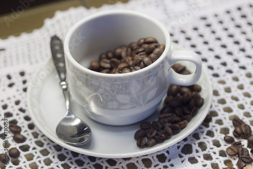 Foto op Canvas Chocolade Cup with coffee beans