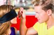 canvas print picture - Freunde bei Blindverkostung im Eiscafe