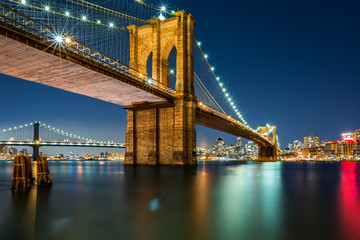 Panel Szklany Nowy York Illuminated Brooklyn Bridge by night