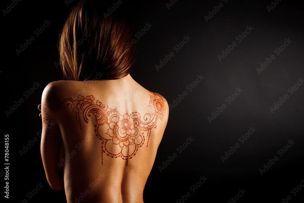 Fototapeta naked back of young girl with henna tattoo mehendi