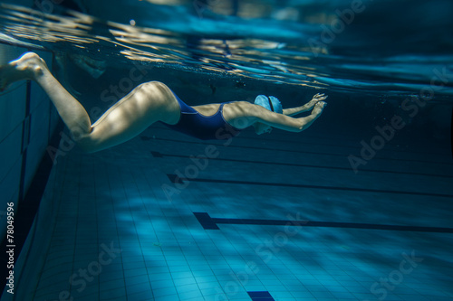 Photo  Swimmer at the swimming pool.Underwater photo.