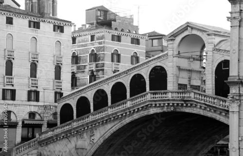 Obraz w ramie Rialto Bridge without people in Venice