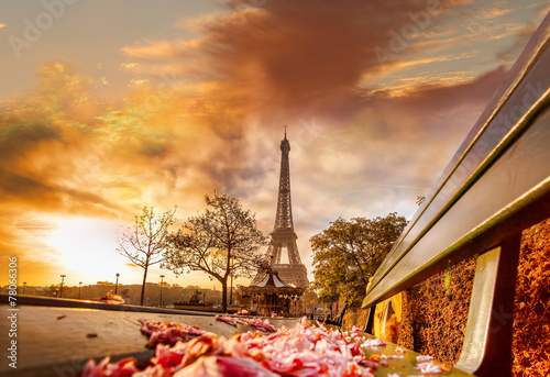 Poster Tour Eiffel Eiffel Tower during beautiful spring morning in Paris, France