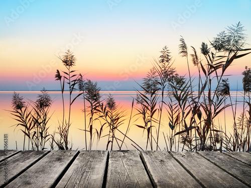 Photo Stands Melon amanece en la orilla del lago