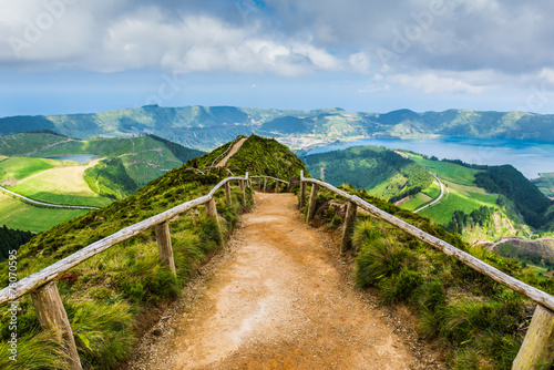 Obraz Walking path to the lakes of Sete Cidades, Azores - fototapety do salonu