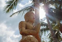 Буддизм. Статуя Будды.